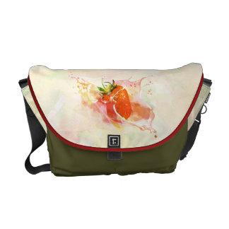 Jordgubbestänk! Vattenfärg Messenger Bag
