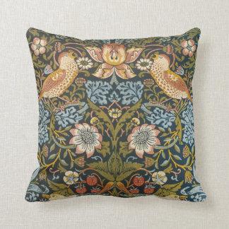 Jordgubbetjuvar av William Morris, vintagekonst Kudde