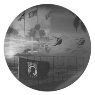 Jubileums- POW--MIAkrigveteran pläterar Tallrik
