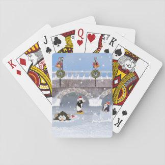 Jul skämtsamma pingvin på den djupfryst sjön spelkort