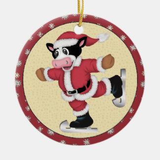 Jul som åker skridskor koprydnaden rund julgransprydnad i keramik