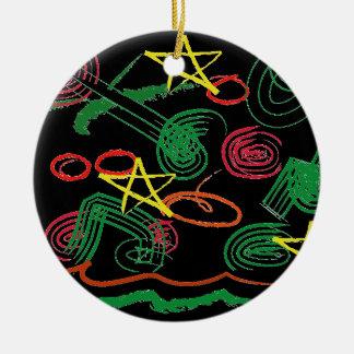 Julen klottrar rund julgransprydnad i keramik