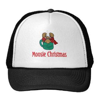 Julgåvor och T-tröja med julälg Keps