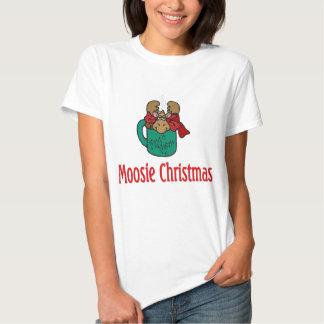Julgåvor och T-tröja med julälg Tee