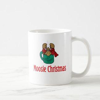 Julgåvor och T-tröja med julälg Vit Mugg