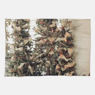 Julgranar av förflutnan kökshanddukar