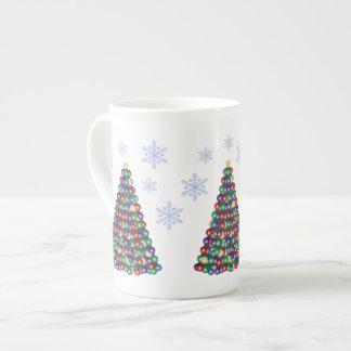 Julgranar i snön tekopp