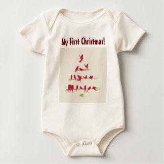 Julgranfullt av gladlynt röda fåglar body för baby