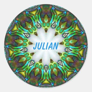 JULIAN ~ personifierad ~ för Paua snäckaFractal Runt Klistermärke