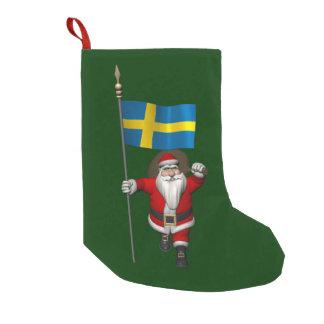 Jultomten med ensignen av sverigen liten julstrumpa