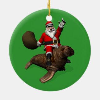 Jultomten som rider på valross julgransprydnad keramik