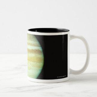Jupiter i riktig färg Två-Tonad mugg