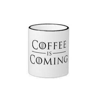 Kaffe är kommande ringer mugg
