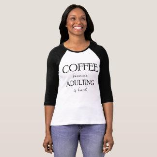 Kaffe, därför att Adulting är den hårda raglanen Tröjor