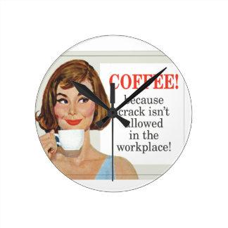 Kaffe, därför att sprickan inte är tillåten medium rund klocka