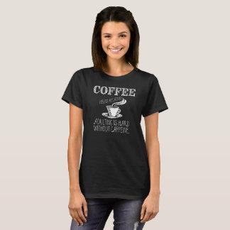 Kaffe hjälper mig som är vuxen. Adulting är hård T-shirts