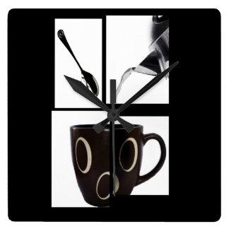 Kaffeälskareväggen tar tid på fyrkantig klocka