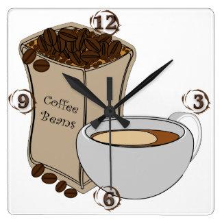 Kaffebönor kaffe somkoppen kvadrerar väggen, tar fyrkantig klocka