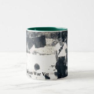 Kaffekopp/mugg som hedrar koreanska krigVeterans. Två-Tonad Mugg