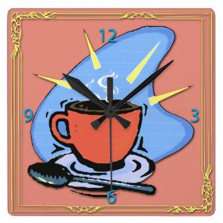 Kaffekoppen sauceren, skeddesignvägg tar tid på fyrkantig klocka