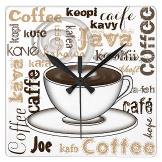 Kaffevärld runt fyrkantig klocka