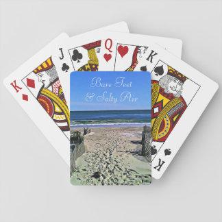 Kal fot och salt lufthavfoto som leker kort spelkort