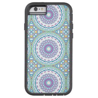 Kaleidoscopic medaljong i lilor & blått på vit tough xtreme iPhone 6 case