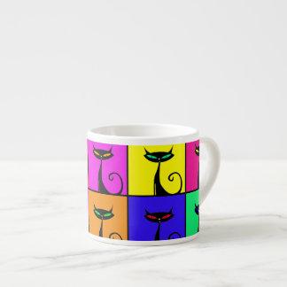 Kall färgrik kattungepopkonst kvadrerar espressomugg
