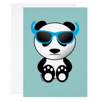 Kall gullig pandabjörn med solglasögoninbjudan 12,7 x 17,8 cm inbjudningskort