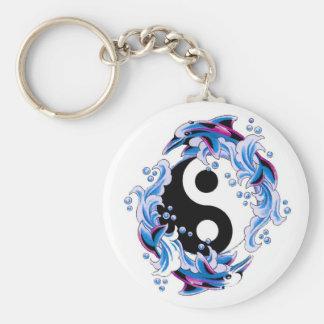 Kalla Yin Yang för tecknadtatueringsymbol delfiner Rund Nyckelring