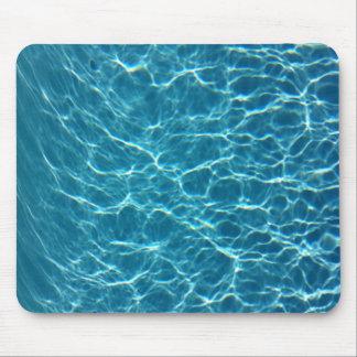 Kallt bassängvatten mus matta