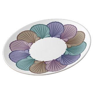 Kammusslasnäckskal cirklar grafiskt tallrik i porslin