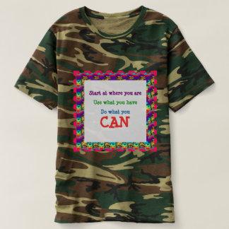 Kamouflagemilitären och utomhus- GÖR VAD DU KAN T-shirts