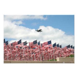 kämpe över flaggor fotografiska tryck