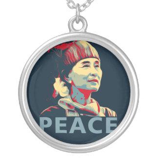 KÄMPEN - Aung San Suu Kyi | beställnings- halsband