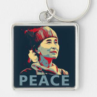 KÄMPEN - Aung San Suu Kyi | Keychain Fyrkantig Silverfärgad Nyckelring