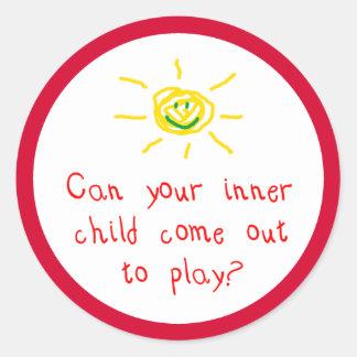 Kan ditt inre barn komma ut och leka? runt klistermärke
