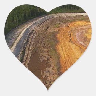 Kanadensare landskap av de stängda bryta områdena hjärtformat klistermärke