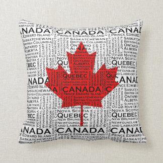 Kanadensiskt löv med stads- & staterbakgrund kudde