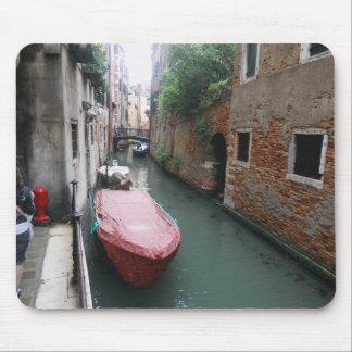 Kanal i italien musmattor