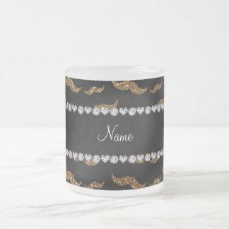 Kända guld- glittermustascher för personlig kaffe kopp