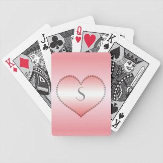 Kanelbruna rosa godishjärtor som är röda och spelkort