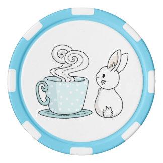 Kanin med en kopp av Tea Casino Tokens