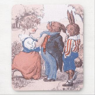 Kanin mottar hjälp med slipsen mus mattor