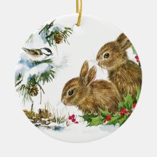 Kaniner och fågeln tycker om snö julgransprydnad keramik