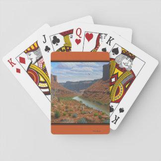 Kanjonflod som leker kort spelkort