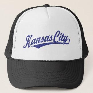 Kansas City skrivar logotypen i bedrövade blått Truckerkeps