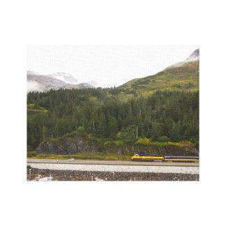 Kanvastryck av berg i Alaska, tåg