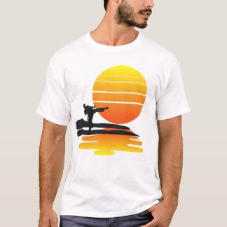 Karate på solnedgången tshirts