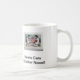 Karatekatter och kattsjöjungfru av Esther Nowell Kaffemugg